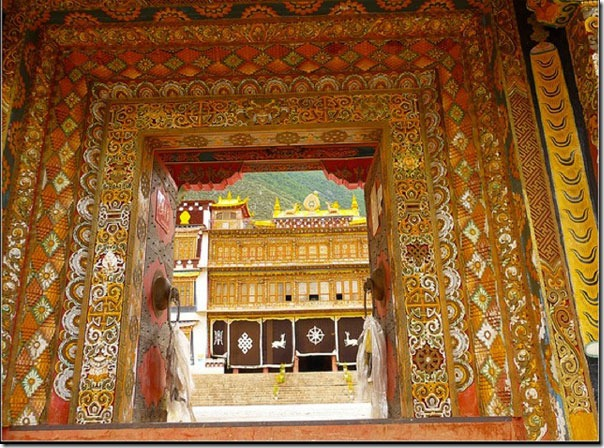 Main-Gate-to-Gompa-1