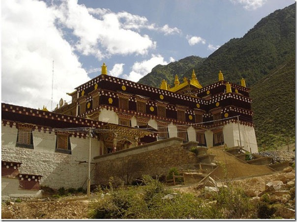 Main-Gompa.-Right-side-of-t