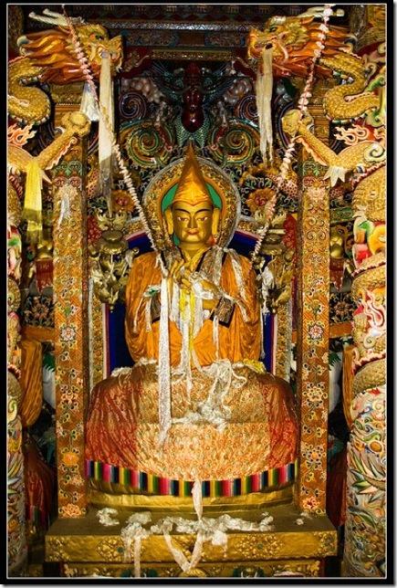 Tsongkhapa, main hall, 3 storey height