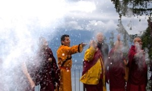 Kyabje Trijang Rinpoche, Ven Gangchen Rinpoche and other high lamas tossing tsampa into the air after a Sangsol offering in Switzerland