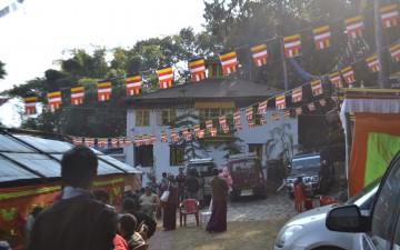 UPDATE: Biara Domo Geshe Rinpoche di Phedong Diserang!