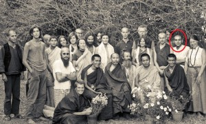 Kopan Monastery in 1971. Front row (left to right): Zina Rachevsky, Lama Zopa Rinpoche, Geshe Thubten Tashi, Age Delbanco (Babaji), Lama Yeshe and Losang Nyima. Claudio Cipullo is circled in red