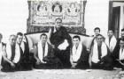 Geshe Rabten (immediate right of the Dalai Lama) and Gonsa Rinpoche (immediate left of the Dalai Lama) with the members of Tashi Rabten center during the visit the Dalai Lama