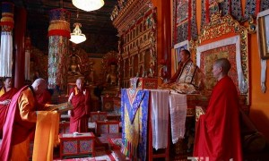 His Holiness the 11th Panchen Lama Welcomes Mongolian Buddhist Delegation