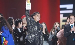 """Tashi Phuntsok (born in Shigatse), was the winner of the """"Sing! China"""" singing competition in 2017. He is just one of the examples that Tibetans in China are given opportunities to realise their dreams."""