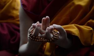 hands-of-nun-praying-at-teachings-20140316-pg